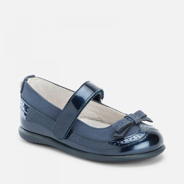 Лачени обувки с панделка