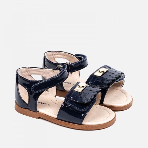 Лачени сандали с ресни