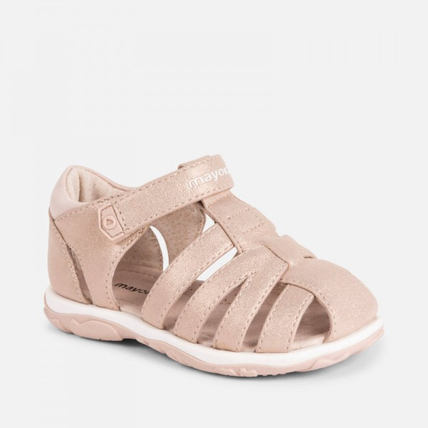 Блестящи сандали със закрити пръсти и пета