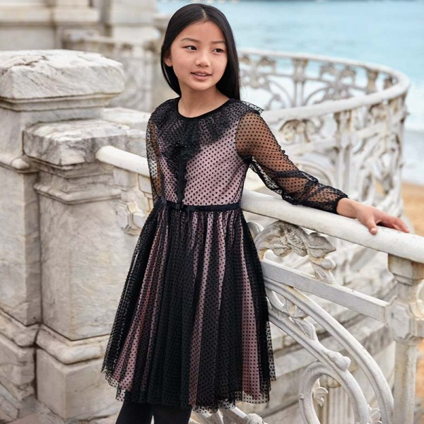 Елегантна рокля с прозрачни ръкави