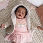 Подплатена жилетка с помпон за новородено бебе момиче