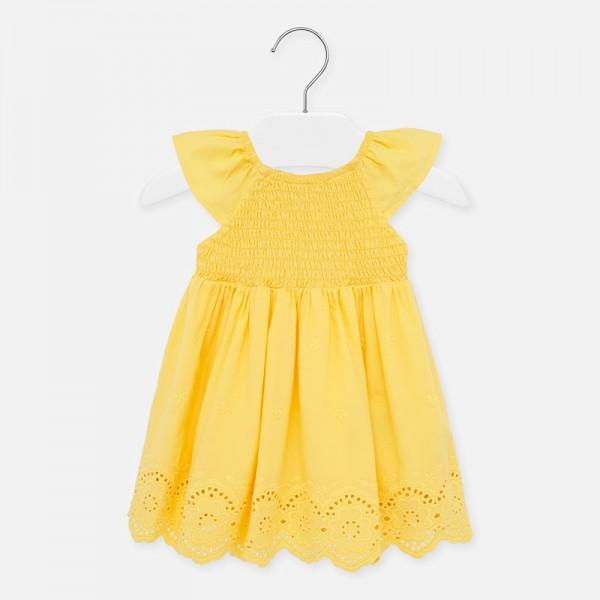 Едноцветна лятна рокля с ажурни мотиви