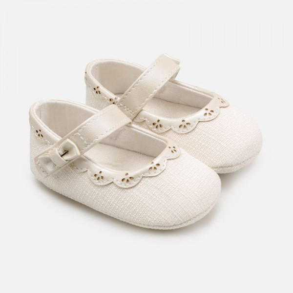 Елегантни пантофки за новородено бебе момиче