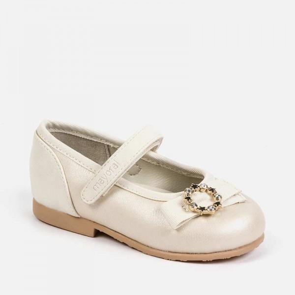 Елегантни обувки с панделка и камъчета