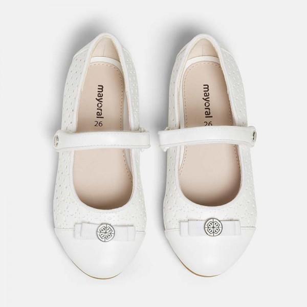 Обувки с детайли и панделка за момиче