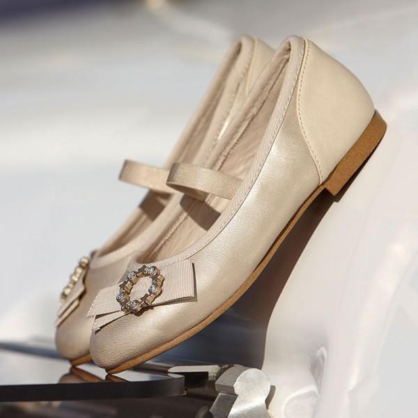 Елегантни обувки  за момиче с апликация