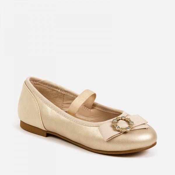 Елегантни обувки с апликация за момиче