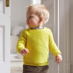 Пуловер с цветен кант за бебе момче