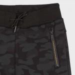 Спортен панталон с камуфлажна щампа за момче