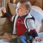 Подплатена жилетка с ромбове за бебе момче