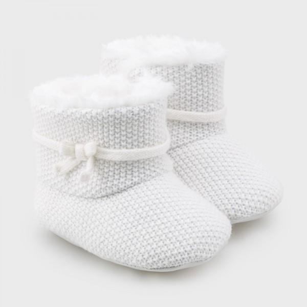 Трикотажни ботушки за новородено момиче