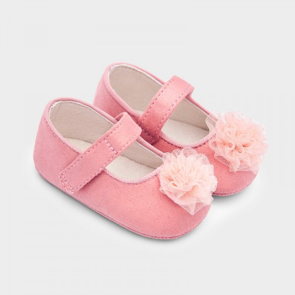 Обувки тип пантофки за новородено момиче