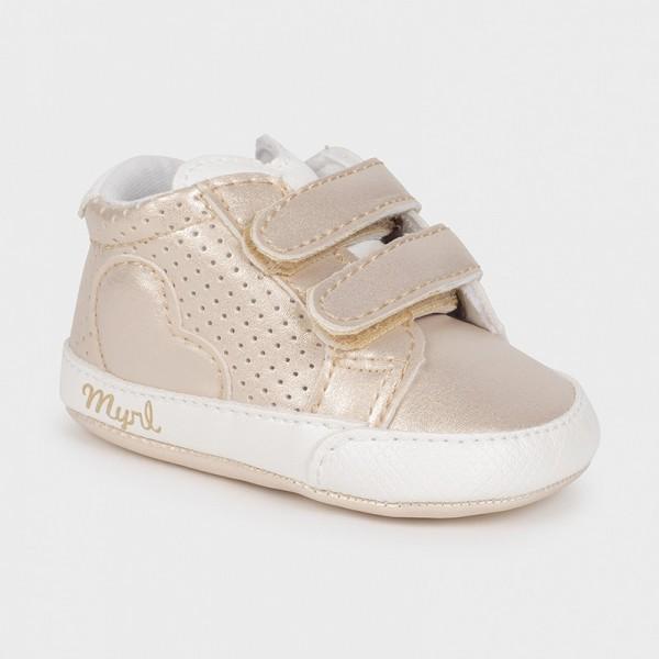 Спортни обувки сърце с велкро за новородено момиче