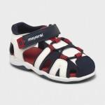 Полуотворени спортни сандали за бебе